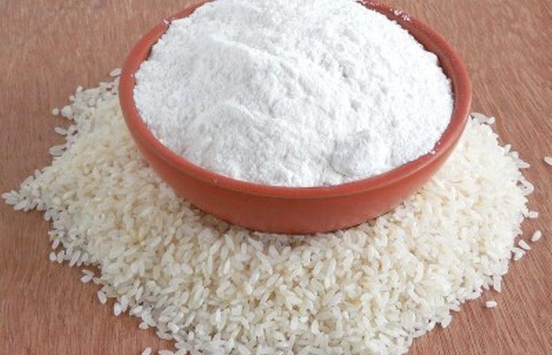 farina di riso bianca senza glutine