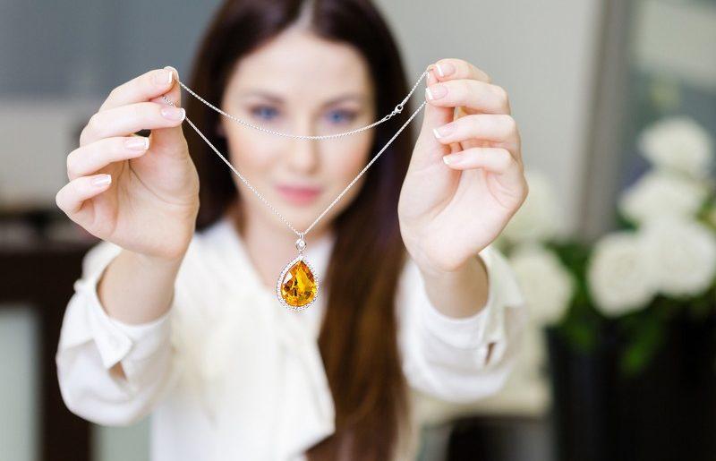collana donna con pietra preziosa